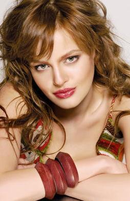 BU ROL İÇİN FAZLA AVRUPAİ'SİN  1980'li yıllara damgasını vuran İffe adlı filmden uyarlanacak olan dizideki baş kadın karakter için bir çok oyuncunun adı geçti.