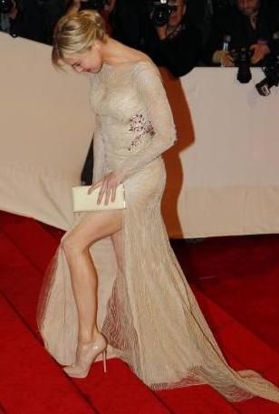 Renee Zellweger katıldığı davetlerde güzel görüntüsüyle göz kamaştırıyor.