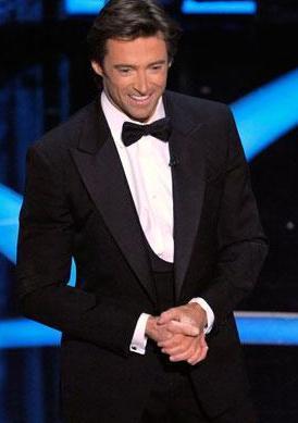 Hugh Jackman iş gereği her zaman bakımlı ve şık giyiniyor.