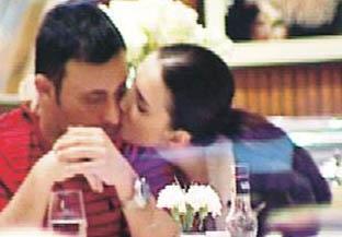Mustafa ve Emina Sandal da birbirlerine ilk günkü gibi aşık.