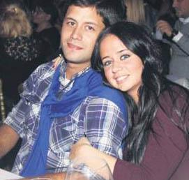Merve Terim ve bir süre önce evlendiği Ahmet Baran Çetin de liseli aşıklar gibi objektiflere yakalanıyor kimi zaman.