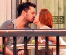 Çiftin aşktan gözünün dünyayı görmediği anlardan biri.