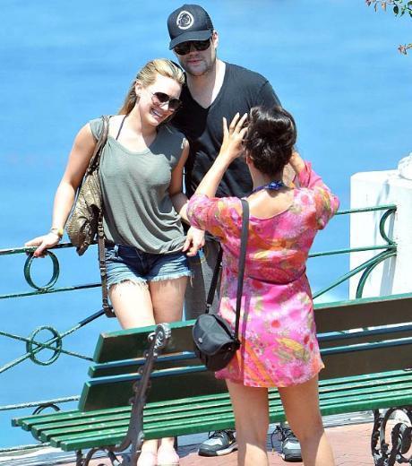 Duff ve Comrie tatil boyunca sürekli el ele görüntülendi.