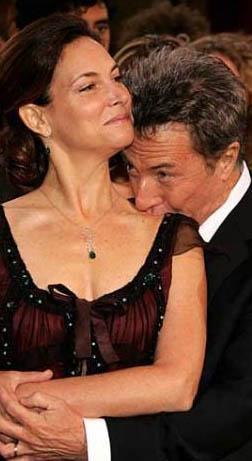 Dustin Hoffman da eşine hala aşık.