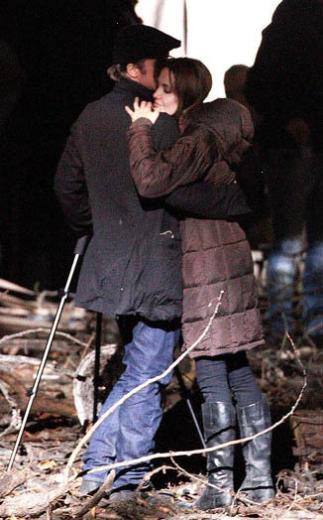 Brad Pitt ve Angelina Jolie işleri yüzünden birbirlerinden uzun süre ayrı kalıyor. O yüzden en küçük bir fırsatı bile değerlendiriyorlar.