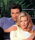 """Üstelik bu savaş pek de kısa sürmedi. Baldwin bu boşanma savaşında bir kez öfkesine yenilip velayetini almak için uğraş verdiği kızına """"düşüncesiz küçük domuz"""" bile dedi. Aktör bir ara yaşadığı bunalım yüzünden kendini öldürmeyi düşündüğünü de kitabında itiraf etmişti.   Basinger ve Baldwin boşandılar ve artık ortalık kelimenin tam anlamıyla """"süt- liman:"""""""