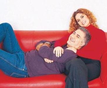 Bu evlilikten Zeyno isminde bir de kızları olan çiftin mutluluklarına Tamer Karadağlı'nın adının da karıştığı aşk haberleri gölge düşürdü.