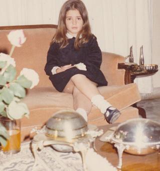 Ciddi bir şekilde objektiflere bakan bu küçük kızı tanıdınız mı..