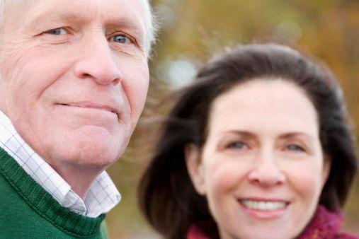 Kolonoskopiyle erken tanı mümkün mü?  Kolon kanserini önlemek için önemli bir tarama olan kolonoskopi taraması yapılan ülkelerde kolon kanseri vakaları azalıyor.   Özellikle Amerika ve Almanya'da bu tarama sayesinde vaka sayısının ciddi bir şekilde önlendiği söylenebilir. Bu nedenle ülkeler vatandaşlarını 50 yaşından itibaren kolonoskopi yaptırmaya yönlendirmeli, onları yüreklendirmelidir. Bu sayede kolon kanseri % 100 önlenebilir.