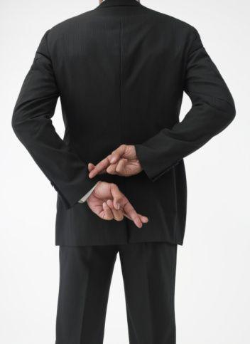 10. Seni zayıf gösterdi  Pantolon popo kısmını topladı mı? Çizgili uzun gösterdi mi? Bu elbise göbeği kapadı mı? ış kılık kıyafetle kusurları kapamaya girdiğinde etrafımızdakilerden bir yalan duymaya ihtiyacımız vardır. Biz de söyleriz.