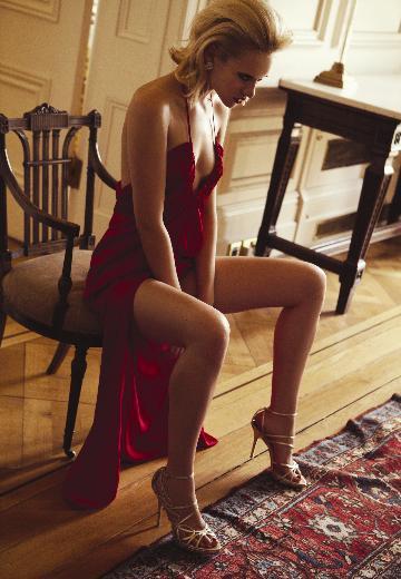Elle dergisi, aralık sayısında Elle Style Awards için Tuğçe Kazaz ve Serenay Sarıkaya'yı objektif karşısına geçirdi.