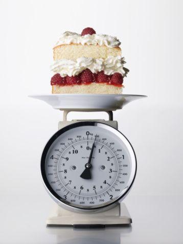 Gözünüz pastanın ikinci diliminde ama almamaya karar verdiniz, çünkü kilonuza dikkat ediyorsunuz. Fakat arkadaşınız üçüncü dilimini yiyor. Nasıl istediği her şeyi yiyip de ince kalabiliyor? Kendi kendinize 'metabolizması benimkinden hızlı olmalı' diye düşünüyorsunuz.