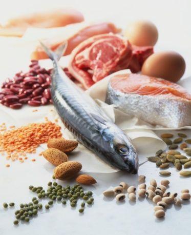 5- Protein yönünden zengin gıdalar, yağsız et, balık ve yemişler, uzun süre sizi tok tutar.   6- Yanınızda atıştırmalık krik krak ya da çikolata yerine ufak bir poşet badem taşıyın.
