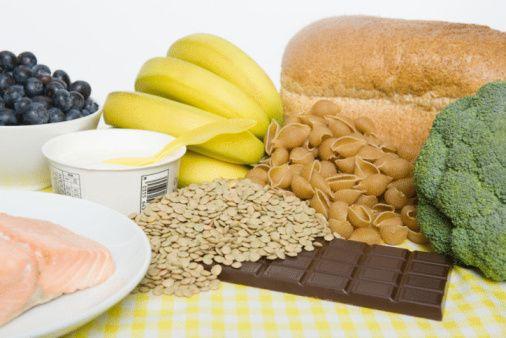 7- Kahvaltıda bol yemiş içeren üzerine yoğurt gezdirilmiş müsli deneyin.  8- Beyaz ekmeğin yerine tam undan yapılma ekmeği geçirin.  9- Beyaz makarna yerine tam undan yapılmış makarna kullanmaya gayret edin.