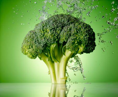 """Brüksel lahanası ve brokoli Brüksel lahanası ve brokoli kanser hücresine benzerlik gösterir. Brüksel lahanası lif, vitamin C, betacarotene (vitamin A) ve azotça zengindir. Bunlar, kanser riskinin önlenmesine yardımcı olurlar. Brokoli de kansere karşı iyi geliyor."""""""