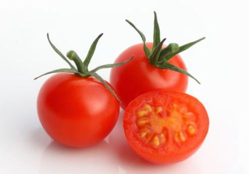 Domates  Ortadan kesilmiş domates dört kompartımanlı görülür. Kalp de kırmızı ve 4 bölümden oluşur. Domates, kalp hastalıklarının önlenmesine yardımcı rol oynayan lycopene içerir.