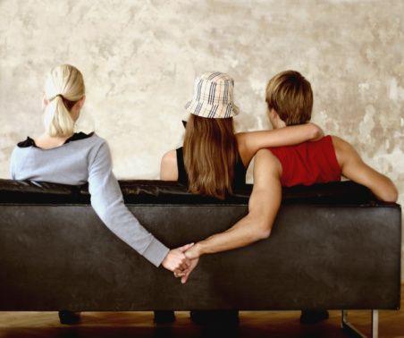-Türkiye'de özellikle erkeklerde görülen çok eşlilik oranı, diğer ülkelere kıyasla da hayli yüksek. Türk erkeklerinin yüzde 28'i çok eşli bir yaşam tarzı sürdüklerini belirtirken; bu oran Yunanistan'da yüzde 22, Hırvatistan'da yüzde 21, İtalya'da yüzde 18, İspanya'da ise yüzde 11 dolaylarında.