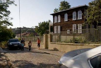 Fatmagül'ün ilk kez kendisine ait bir odasının olduğu ev Çengelköy'de bulunuyor.