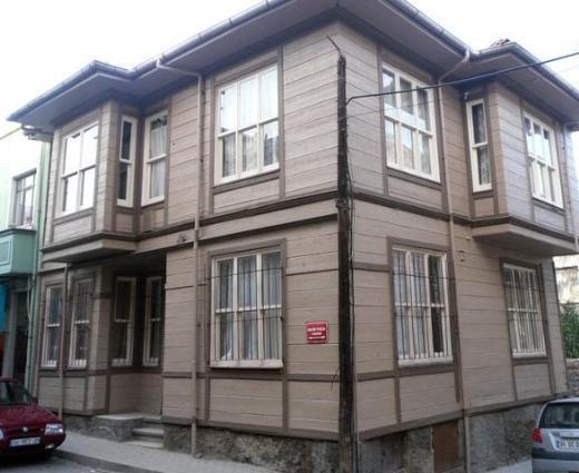 Oyuncu seçmeleri dört aydan fazla süren dizi için UNESCO'nun koruma altına aldığı İstanbul Zeyrek'te set kuruldu.