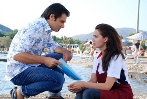 Başrollerinde Cansel Elçin, Fahriye evcen ve Serkan Ercan'ın rol aldığı dizi için Bodrum ve İstanbul'a set kuruldu.