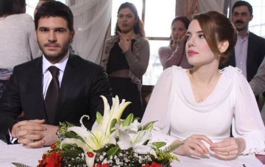LALE DEVRİ İSTANBUL'DA  Başrollerini Tolgahan Sayışman, Selen Soyder ve Serenay Sarıkaya'nın paylaştığı dizi Fox Tv'de ekranlara geliyor.