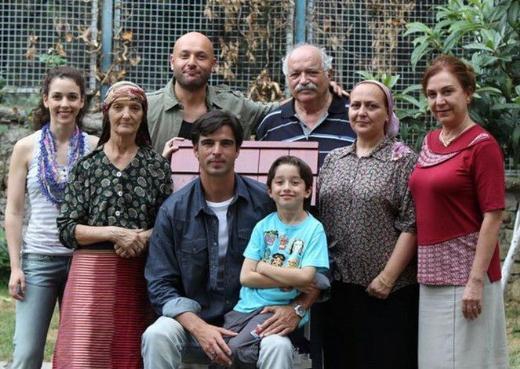 REİS'İN SETİ SARIYER'DE  Başrollerini Melisa Sözen ve Mehmet Akif Alakurt'un paylaştığı Reis dizisi atv ekranlarında izleyici ile buluşuyordu.