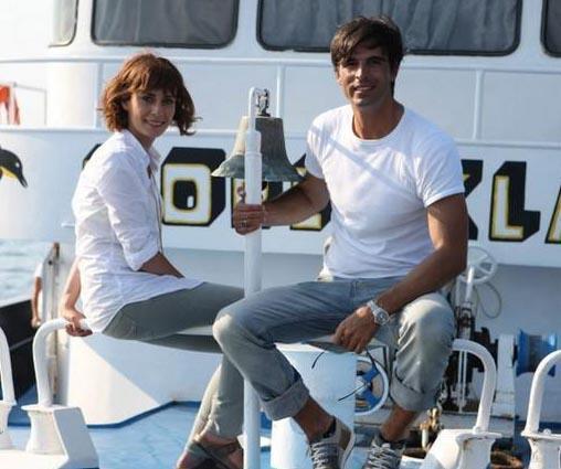 Dizinin tekne sahnelerinde ise İncirköy'de bulunan liman tercih edildi ancak dizi reytinglere yenilerek yayın hayatına veda etti.