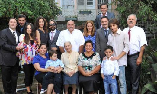 GENİŞ AİLE  Yayın hayatına Kanal D ekranlarında başlayan Geniş Aile geçtiğimiz sezon Star Tv'ye transfer olmuştu.