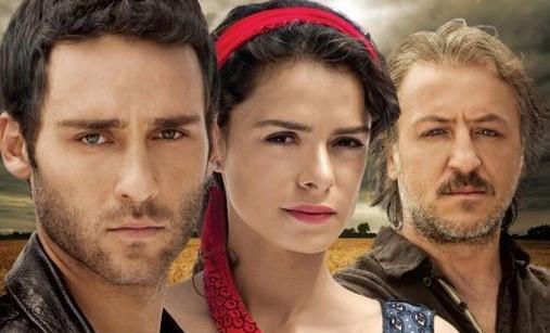 Atv'de yayınlanacak olan dizinin başrollerini Özge Özpirinçci, Seçkin Özdemir ve Barış Falay üstleniyor.