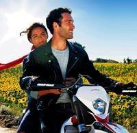 Bursa'nın Mudanya İlçesi'nde yapılacak çekimler için Ericek Köyü yakınlarındaki büyük bir alana dev bir panayır kuruldu. Panayır alanına bir de motocross parkuru da yapıldı. Seçkin Özdemir, motor tutkunu olan İlyas karakteri için özel ders aldı.