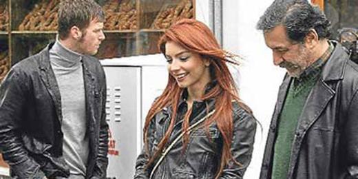 Boluğur, her hafta ilgiyle izlenen 'Kuzey Güney' dizisinde Zeynep karakterini canlandırıyor.