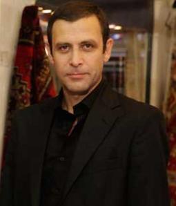 İşler kısa bir süre sonra ise konuk oyuncu olarak Parmaklıklar Ardında adlı dizinin kadrosuna katıldı. Ve sonra da Behzat ç. dizisine, seri katil Ercüment Çözer rolüyle dahil oldu.   Usta oyuncu şimdi ise 10 Aralık günü başlayacak olan 'Keşanlı Ali Destanı' dizisinde Ali karakterini canlandıracak.