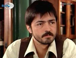 Nefes filmindeki performansıyla dikkat çeken Barış Bağcı, Yaprak Dökümü dizisine geçti.