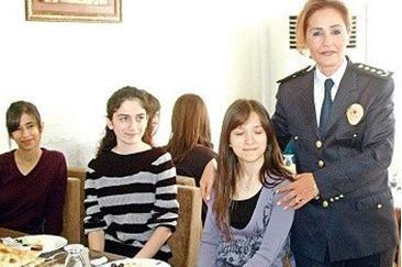 2006 yılında dört yıldızlı 1'inci Sınıf Emniyet Müdürü olan İnci Hanım, şimdilerde özellikle de memleketi Siirt'te tüm genç kızların İnci Abla'sı hatta İnci Anne'si.