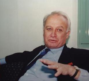 Ergüder'in babası siyaset bilimci Prof. Dr. Üstün Ergüder.