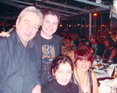 Güzel şarkıcının babası da Suavi Karaibrahimgil de müzisyen.