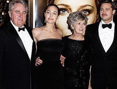 BRAD PITT  Ünlü aktörün babası taşımacılık şirketinde çalışıyordu. Annesi ise bir okulda idari görevliydi.