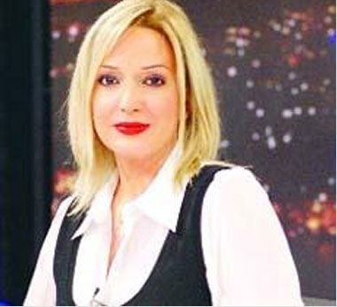 NTV'nin ardından TV ekranının duayenlerinden Reha Muhtar'ın teklifiyle Show TV'ye geçti. Burada bir süre dış haberler sorumlusu olarak çalıştı.