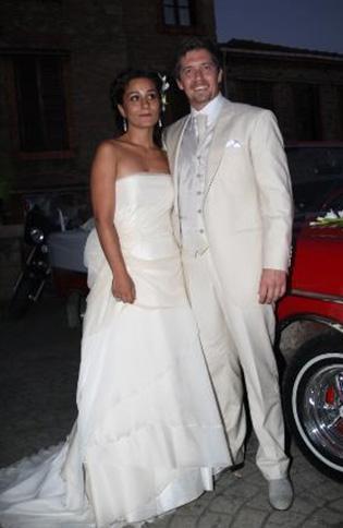 Ama Soner'i oynayan Mete Horozoğlu geçen yaz uzun süredir birlikte olduğu Elif Hanım ile evlendi.
