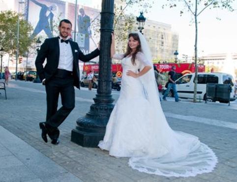 ANİDEN KALBİNİ ÇALDI Kavak Yelleri dizisiyle ünlenen Pelin Karahan kısa bir süre önce sürpriz bir nikahla evlendi