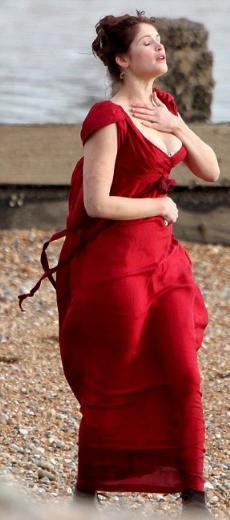 GALİBA BURADA BİR SORUN VAR James Bond serisinin Quantum of Solace adlı filmiyle adını geniş kitlelere duyuran Gemma Arterton şu sıralar yeni filmi Byzantium'un çekimleriyle meşgul.