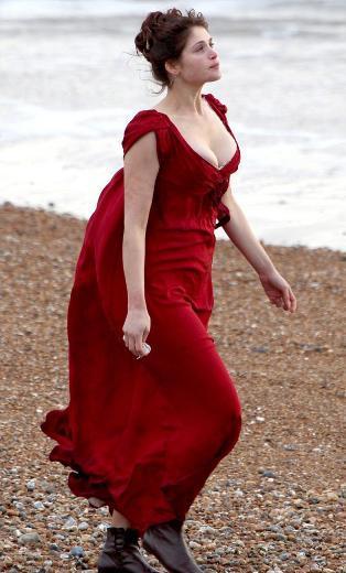 Neil Jordan'ın yönettiği filmde Arterton, Clara karakterini canlandırıyor.