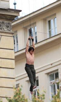 Tom Cruise, Görevimiz Tehlike serisinin yeni filminde kelimenin tam anlamıyla havalarda uçuyor.