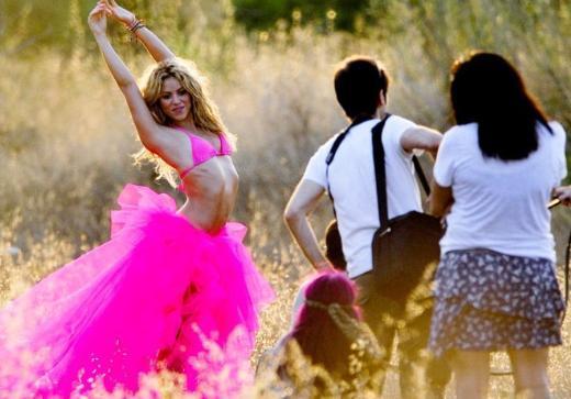 Shakira klip çekiminde hem çalıştı hem eğlendi.