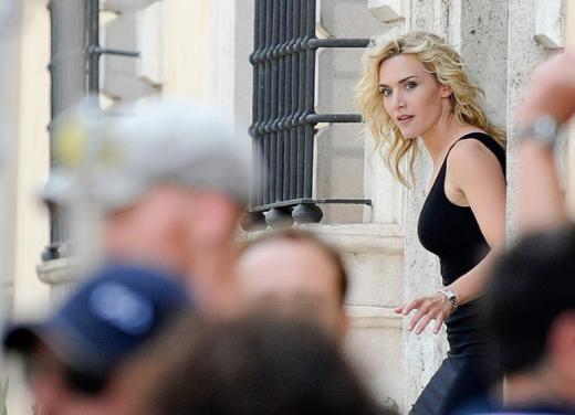 Kate Winslet, reklam filmi çekimlerinde.