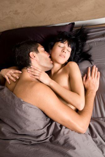 8- Yine aynı araştırmaya göre, düzenli seks erkeğinizin inme riskini de düşürüyor.