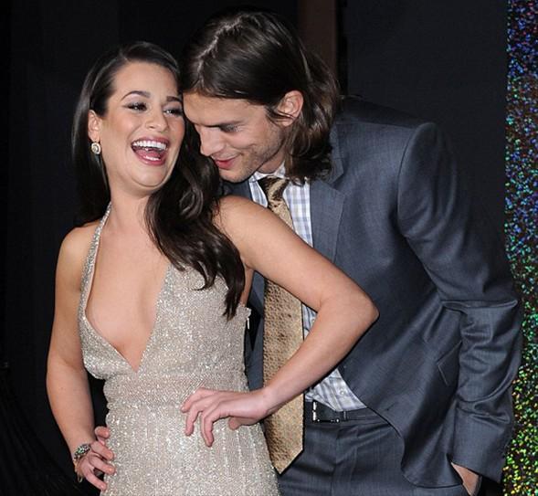Eşi Ashton Kutcher tarafından aldatıldığını öğrendiği günden beri depresyonda olan ve sürekli kilo verdiği için ciddi sağlık sorunları yaşayan Demi Moore'un aksine, Kutcher'ın keyfi yerinde.