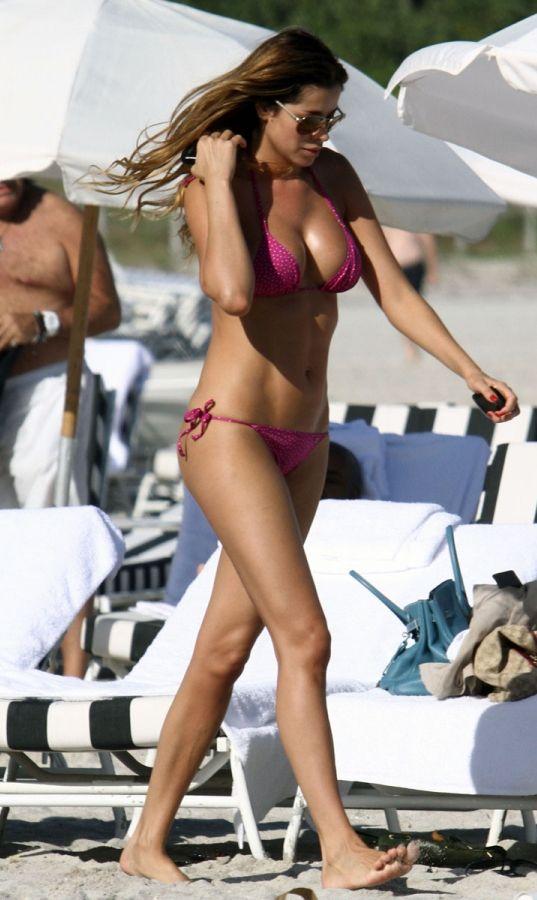 Venezuelalı model Aida Yespica'nın Miami tatili sürüyor.