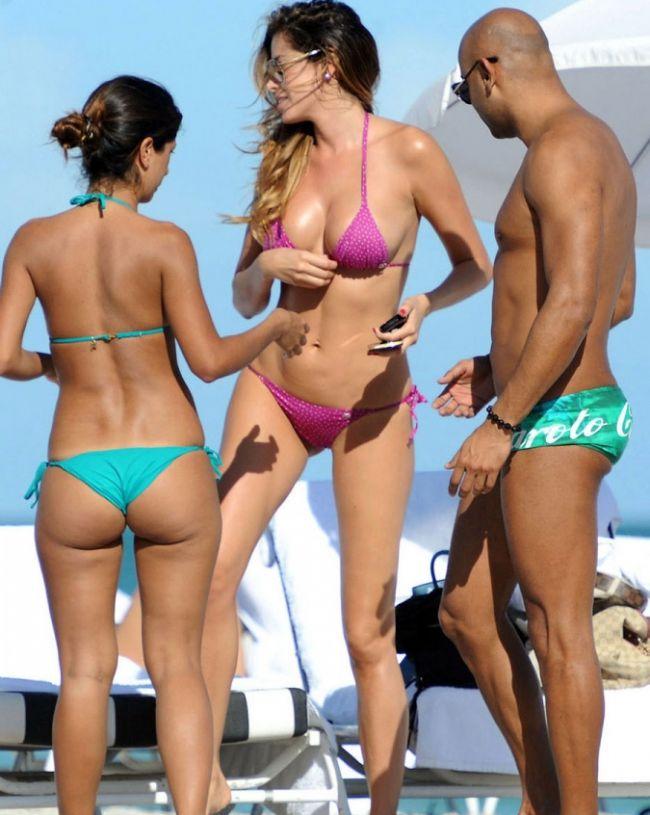 BJK'li eski futbolcu Ferrari'nin sevgilisi olarak Türkiye'de tanınan model Aida Yespica Miami'de stres atmaya devam ediyor. Arkadaşlarıyla eğlenceli vakit geçirdiği gözlenen 29 yaşındaki yıldız, paparazzilere de pek adırış etmiyor.