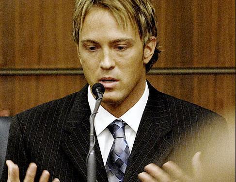 Larry Birkhead babalık davasında Smith'in uyuşturucu kullandığını iddia ediyor.